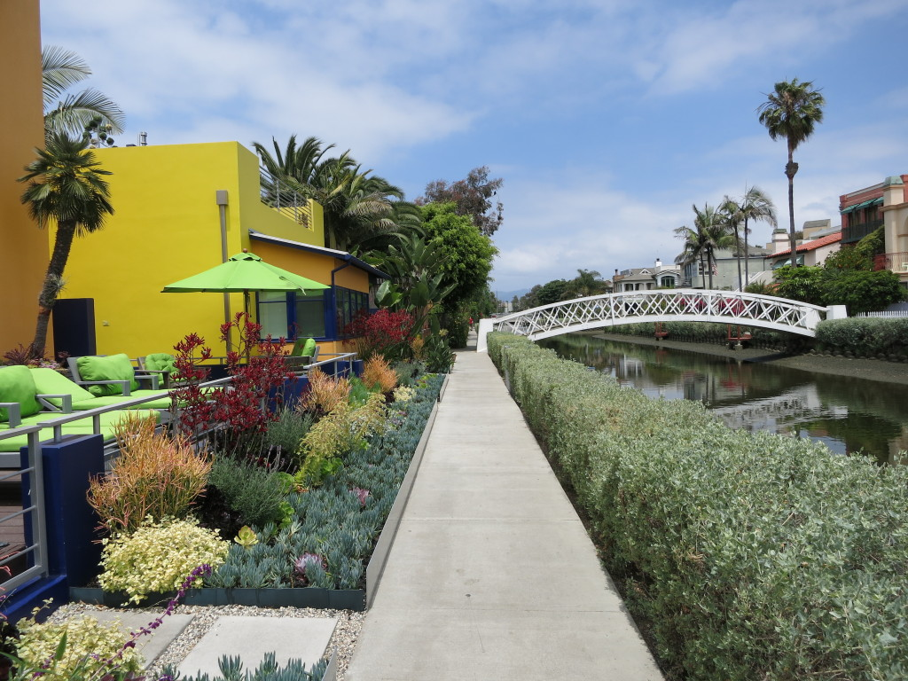 Bright houses line the footpaths along the canals
