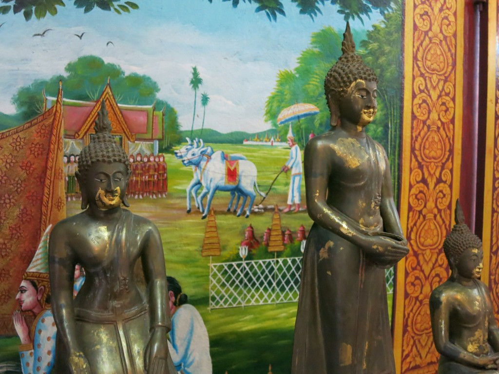 Statues and paintings surrounding the interior wall of Wat Chiang Man