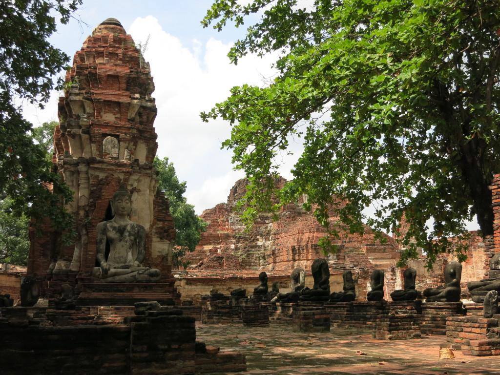 Shady ruins at Wat Mahathat