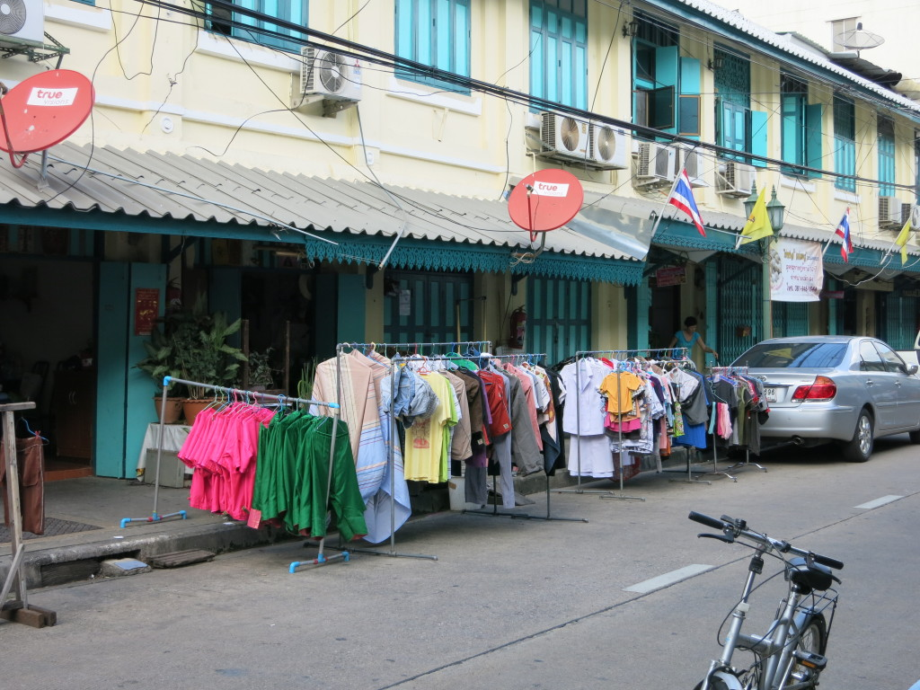 A laundry shop taking advantage of street space to dry clothes