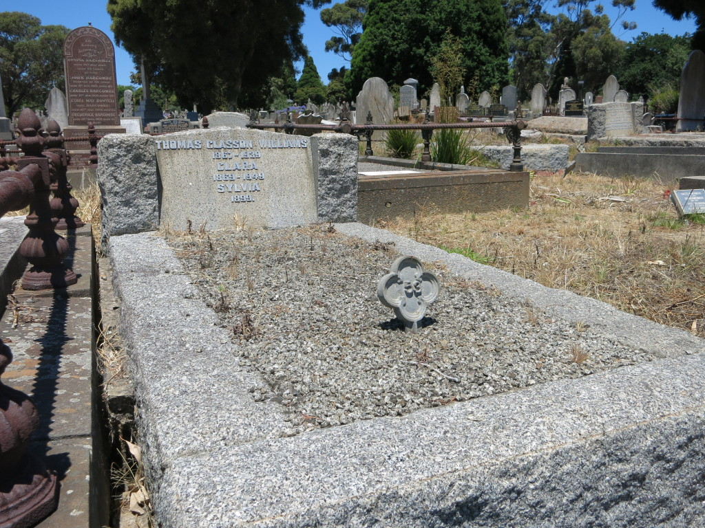 Grave of Thomas, Clara and Sylvia Williams